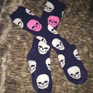SKULLS Socks with White and Pink Skulls NWOT